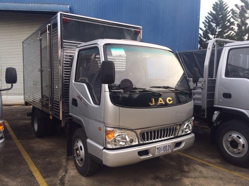 Bán xe tải Jac 2.4 tấn/2T4/2,4 tấn cao cấp chạy vào thành phố - Giá xe tải Jac HFC1042K 2.4 tấn/2.4T